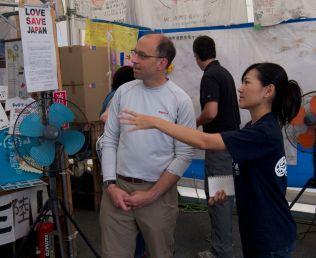Shinobu explaining how the volunteer center works